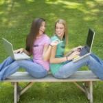 Общение в соцсетях становится все более популярным.